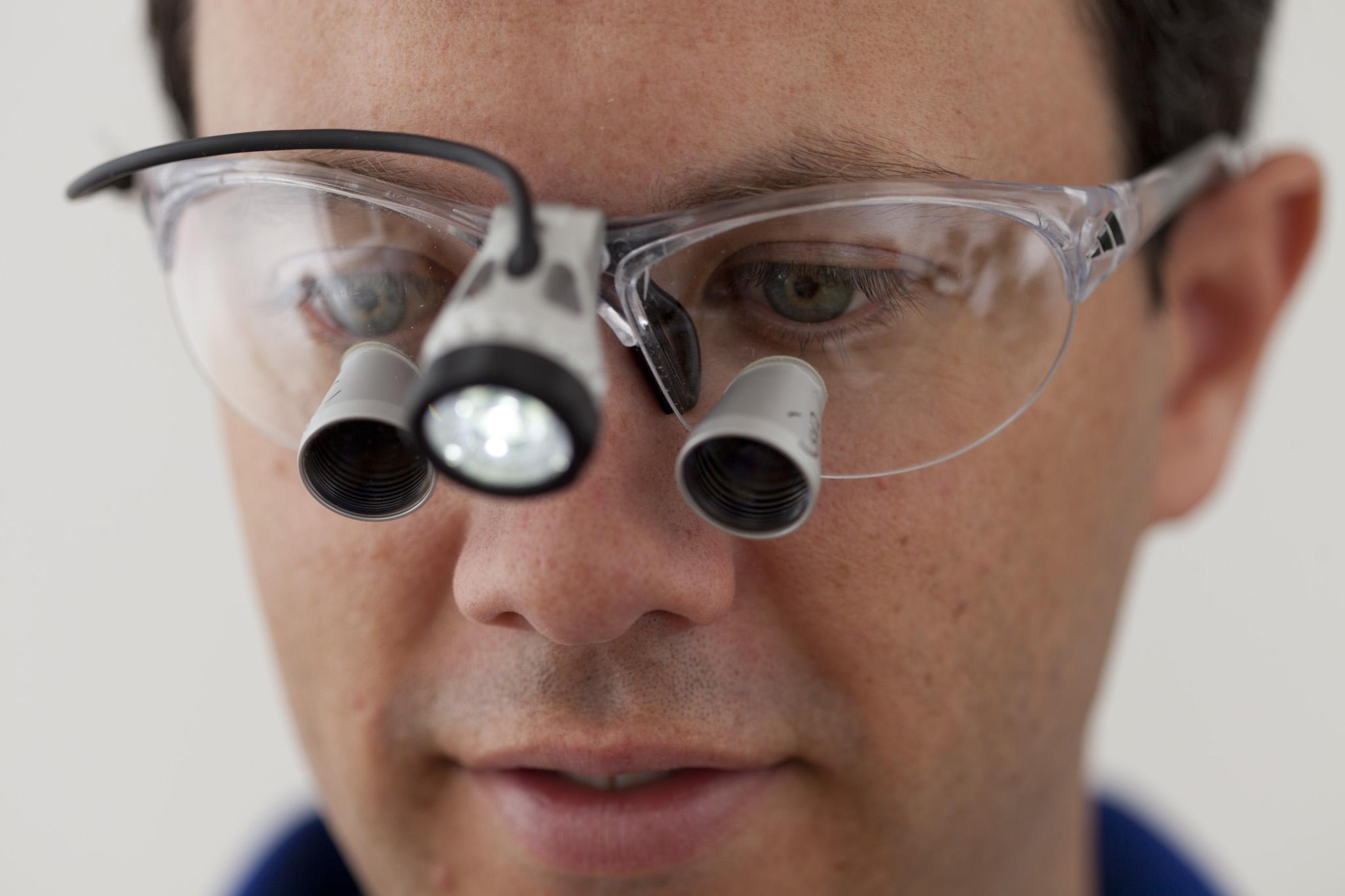 Wurzelkanalbehandlung, Endodontie, Lupenbrille, Zahnarztpraxis Dr. Ascher München